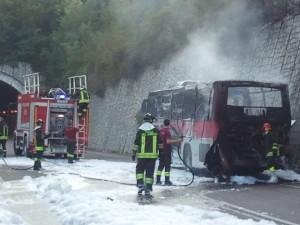 Ss 63, brucia corriera (foto Matteo Ferri)