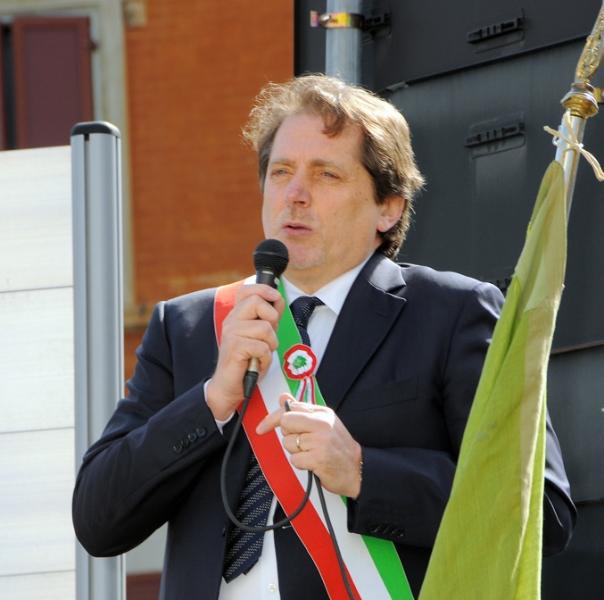 inaugurazione-monumento-benevelli-il-sindaco-marconi