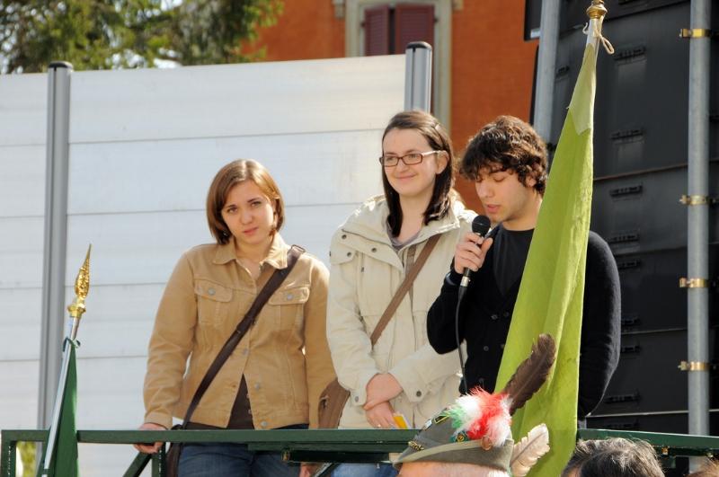 inaugurazione-monumento-benevelli-studenti-del-cattaneo