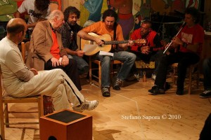 Dario Fo, i Modena City Ramblers, i Sud Sound System e Sergio Lacone (Foto Stefano Sàpora)