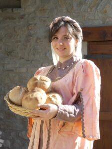 Chiara Magnani posa per il pane di Matilde