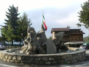Fontana Cerreto Laghi ripulita