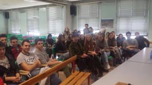 Gli studenti con Massimo Zamboni