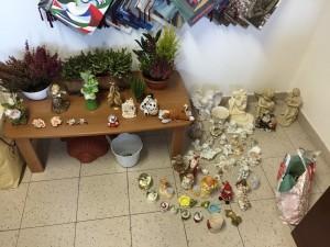 Gli oggetti rubati nei cimiteri e recuperati dai carabinieri