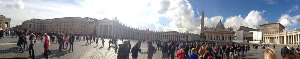 Il Vaticano il giorno dopo le dimissioni di papa Benedetto XVI - Foto Gabriele Arlotti