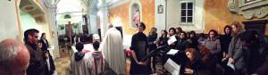 Dopo quattro anni si torna a celebrare la messa nella chiesa di Valestra: ecco la messa di mezzanotte del 2013