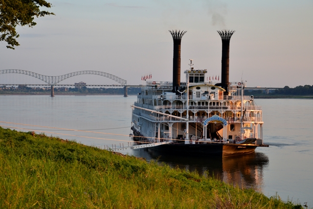 L'American Queen ormeggiata vicino a Memphis