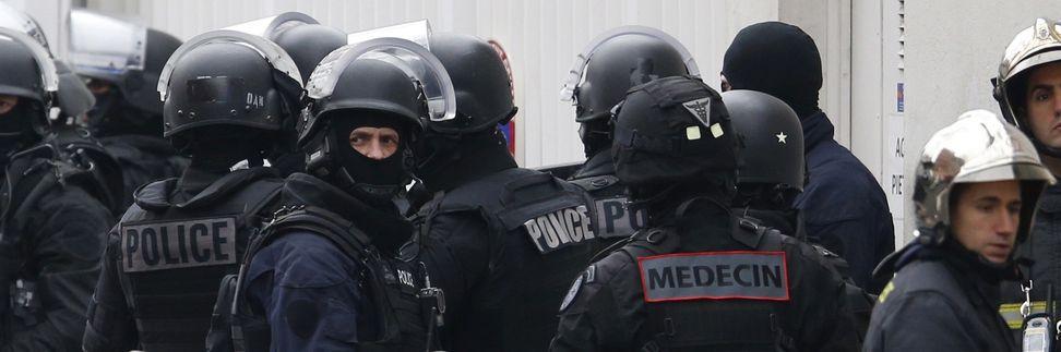 """Una foto tratta in questi minuti dal sito francese di """"Le Monde"""" che aggiorna sulla caccia ai terroristi tuttora in corso"""