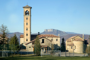 La chiesa e il campanile ceccatesco a Corneto