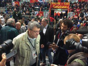 Maurizio Landini oggi all'ingresso del Paladozza a Bologna