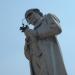 """Nella piazza principale della sua città natale Scandiano, un grande monumento in bronzo è stato eretto alla memoria di Lazzaro Spallanzani. Il monumento, opera dello scultore Guglielmo Fornaciari da Reggio Emilia, è stato inaugurato il 21 ottobre 1888. Lo scienziato sta guardando una rana attraverso una lente di ingrandimento con un vero vetro. Sui quattro lati del basamento in granito vi sono le seguenti indicazioni: """"A  Lazzaro Spallanzani""""; """"La nato a Scandiano  MDCCXXIX""""; """"Morto a Pavia  MDCCIC""""; """"XXI ottobre MDCCCLXXXVIII"""". Foto di Luca Borghi"""
