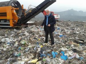 Tiziano Borghi tra i rifiuti