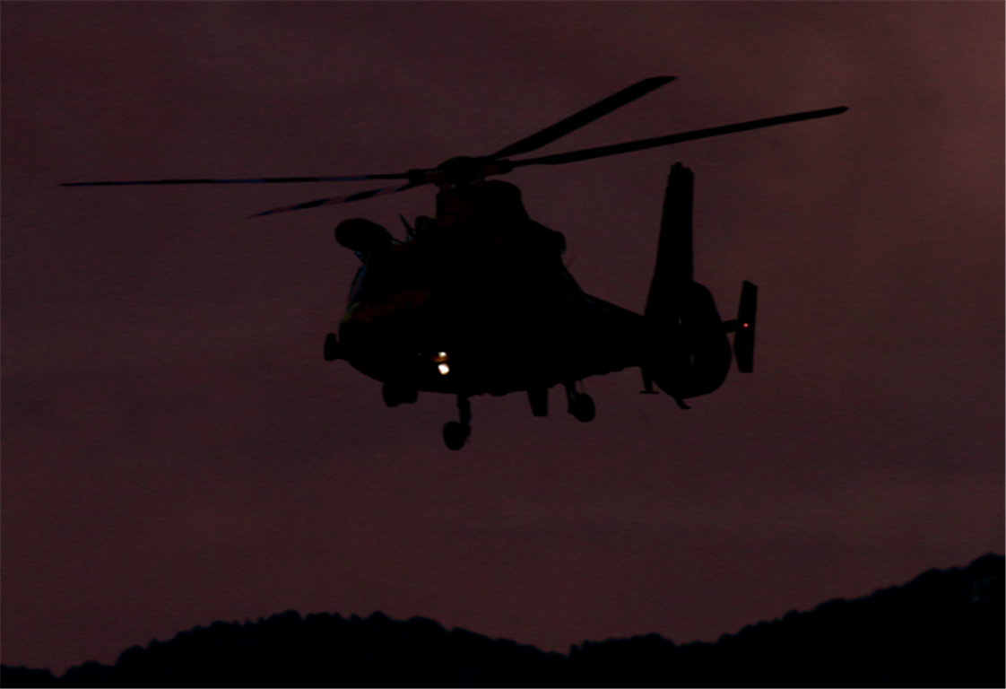 Elicottero Notte : Di notte un elicottero al buio redaconredacon