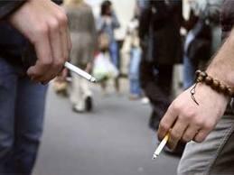 Risultati immagini per ragazzi che fumano