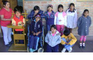 Jhonni a scuola sulla seggiola a rotelle