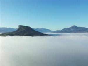 La Pietra vestita di nebbia